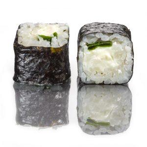 мини ролл со сливочным сыром и зеленым луком